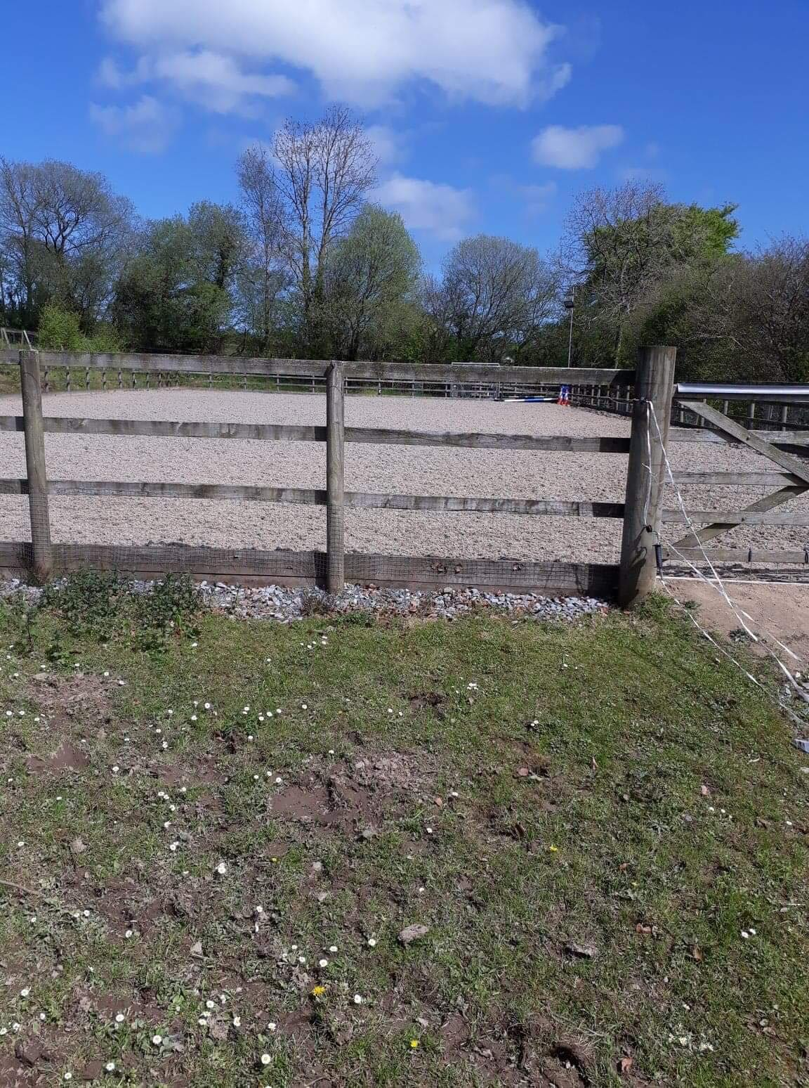 Manege and fencing